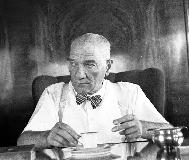 Kararsız Kardeş Ülke Pakistan : Pakistan'da örnek lider Mustafa Kemal Atatürk 5
