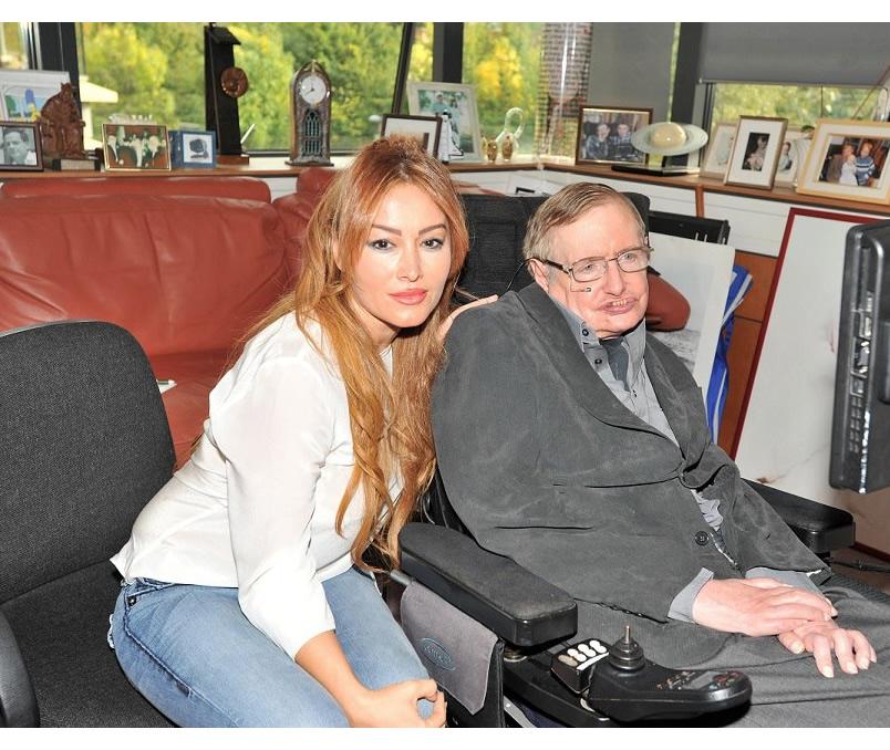 Ünlü bilim insanı Prof Stephen Hawking, Ayşegül Ekinci'ye konuştu